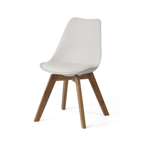 Scandinavia chair with oak legs